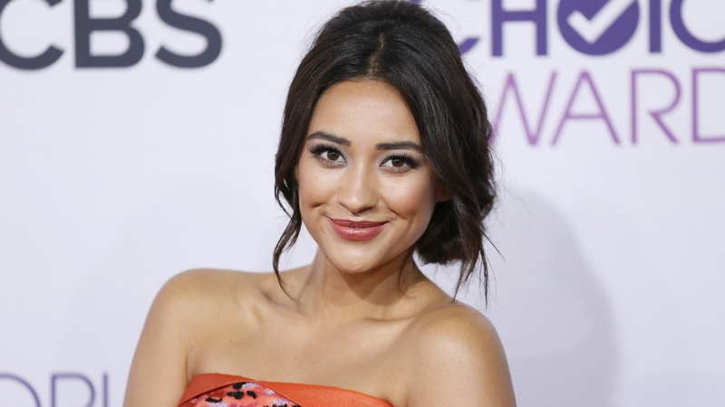 Actress Shay Mitchell arrives at the 2013 People's Choice Awards in Los Angeles