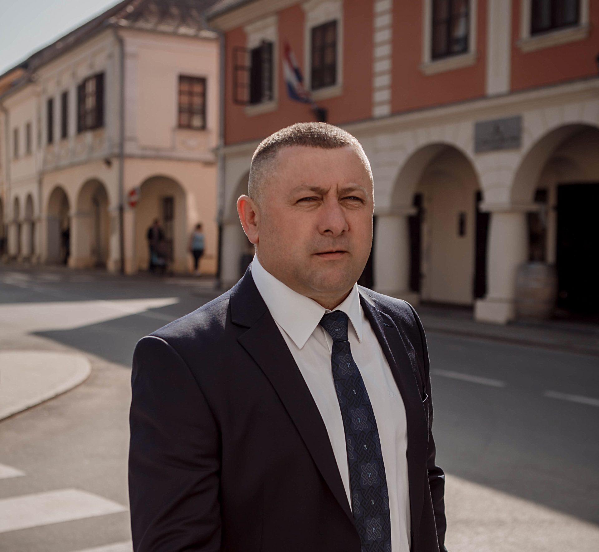 Užas Kandidat HDZ-a pjeva pjesmu Pauk - Page 4 IMG_0309
